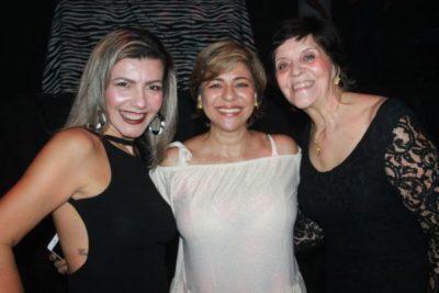 A 'hair stylist' Érica Joana, a designer de interiores Cátia Vianna e Solange Hanan, em noite de Dancing Days