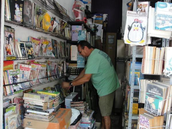 Crise: Procura por livros e revistas usadas tem sido abaixo da média (Foto: Júlio Amaral)