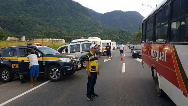 SOS Costa Verde: Operação visa organizar os meios de transportes que prestam serviços no litoral (Foto: Divulgação Detro)