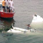 Equipes trabalham no resgate de corpos do avião que levava Teori