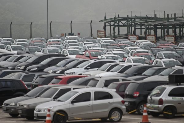 Queda: Comercialização de veículos novos e usados ficou em baixa no Brasil