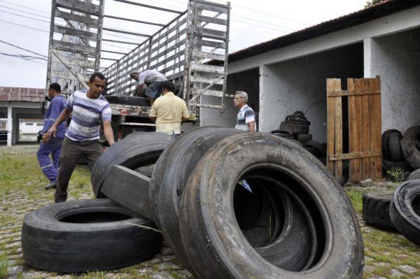 Meio ambiente: Mais de mil pneus estavam depositados no Parque da Cidade e foram encaminhados para reciclagem (Foto: Divulgação PMBM/Paulo Dimas)