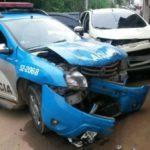 Carros em que estavam suspeitos bateu da polícia (foto: Cedida pela PM)