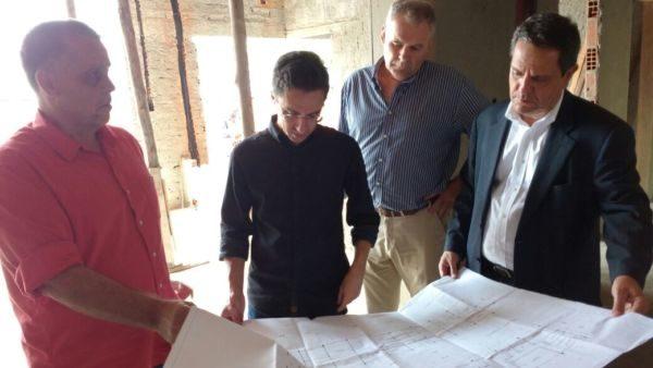 No local: Ednardo e José Domingos avaliam andamento de obras da sede da prefeitura
