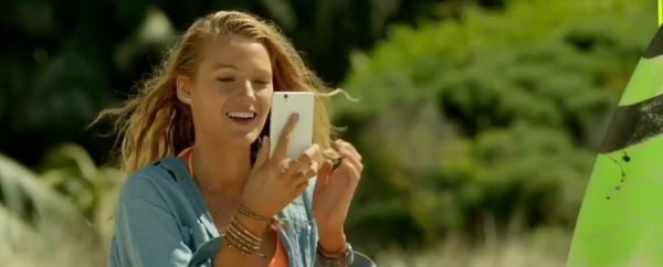 Perdida: Blake Lively, entre a praia e o celular