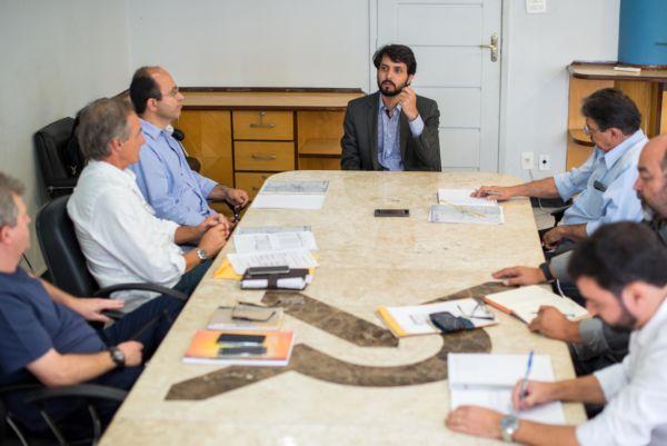 Reunião no gabinete do Samuca discute projetos de mobilidade urbana (Gabriel Borges - PMVR)