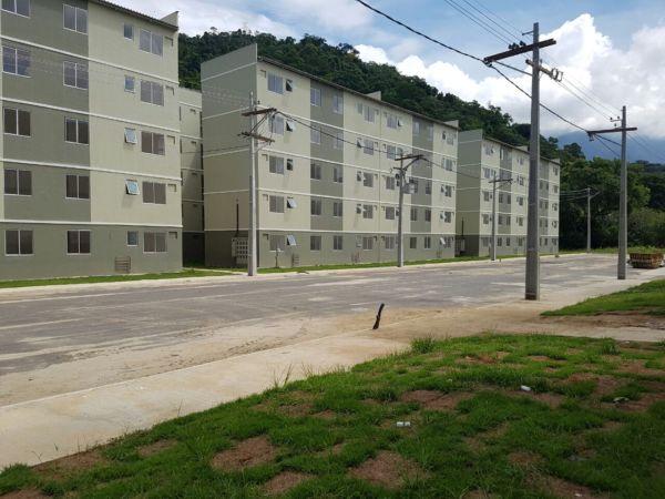 Condomínio está sendo construído no bairro Banqueta, em Angra dos Reis (foto: Enviada pelo WhatsApp)