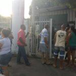 Para conseguir a vacina, muitos passaram à noite na porta da unidade (Fotos: Franciele Bueno)