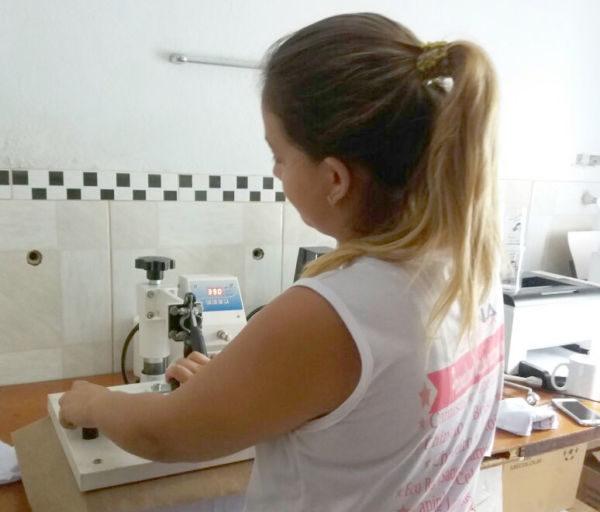 Sobe: Produtos personalizados ganham espaço mesmo em momentos de crise econômica (Foto: Roze Martins)