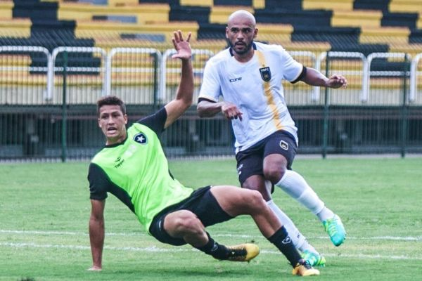 Diego Souza, outro reforço, também participou do último teste antes da estreia no Carioca (Foto: Wallace Feitosa)