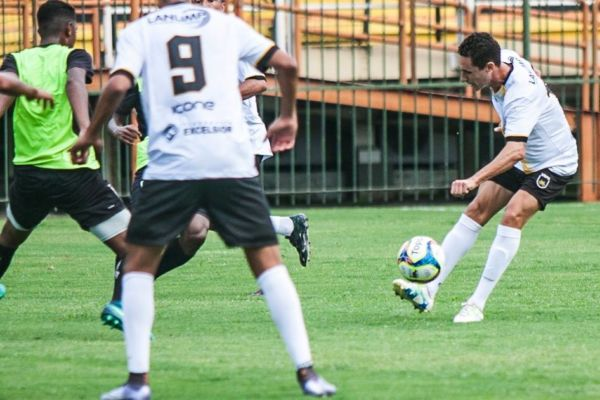 Higor Leite, reforço vindo do Fluminense, atuou no jogo-treino (Foto: Wallace Feitosa)