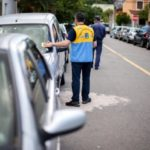 De olho: Fiscalização é feita na porta das escolas para conscientizar sobre irregularidade no trânsito (Foto: Gabriel Borges/PMVR)