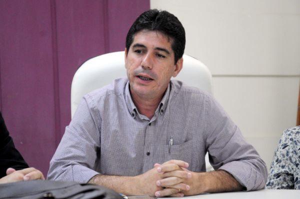 Dinho: 'Com a crise, era o momento de acolher as pessoas, não de intensificar a fiscalização'  (Foto: Paulo Dimas)