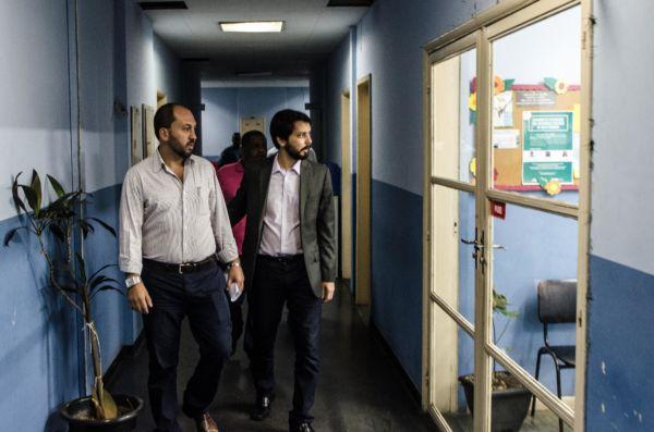 Samuca Silva e Maycon Arantes discutem projetos para condomínios populares (foto: PMVR)