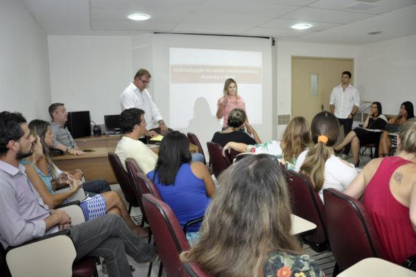Márcia Cury está fazendo reuniões semanais com profissionais da Saúde (foto: Geraldo Gonçalves - PMVR)