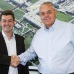 Roberto Cortes e Balieiro conversam sobre investimentos que serão feitos na montadora