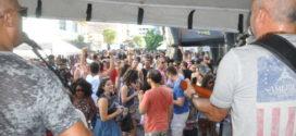 Bloco do Lençol diverte foliões no bairro Aterrado
