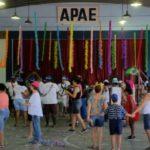 Alegria: Assistidos e seus familiares aproveitaram a manhã de sexta-feira no tradicional baile de Carnaval da instituição (Foto: Divulgação)