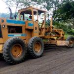 Serrinha do Alambari: Ação de recuperação e manutenção ocorre na via que dá acesso ao distrito (Foto: Divulgação PMR/Anderson Patrick)