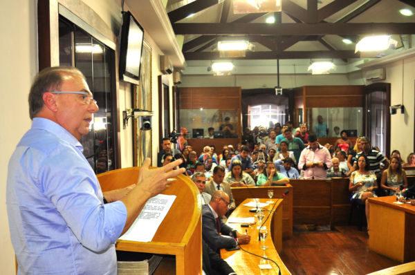No plenário: Jordão fala a vereadores na primeira sessão do ano