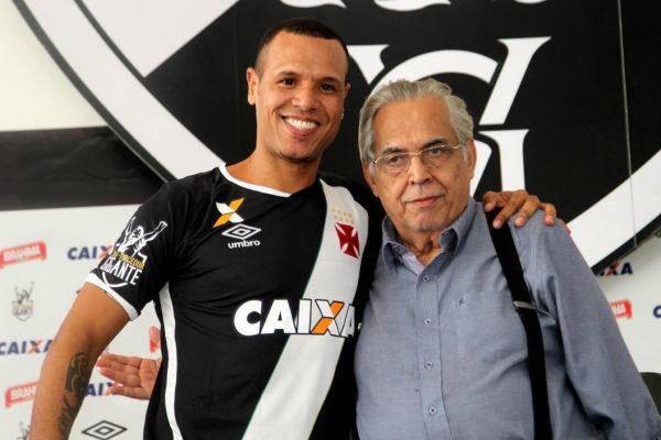 Luis Fabiano quando foi apresentado por Eurico Miranda no Vasco