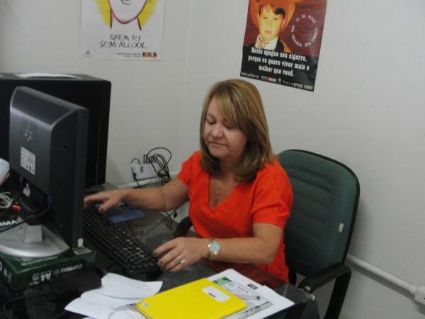 Atenção: De acordo com Myriane Leal Nogueira uma das formas de combater a prática é alertar os comerciantes (Foto: Júlio Amaral)