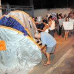 Mulheres ocupam a porta do Batalhão de Volta Redonda, com barracas (foto: Paulo Dimas)