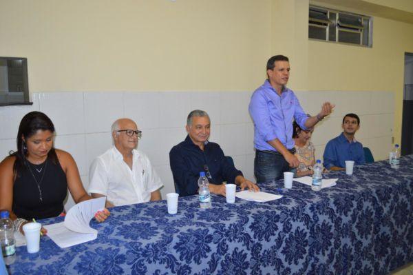 Nova diretoria: Alexandre Caneda (em pé) assumiu a presidência do SOS Barra Mansa (Foto: Divulgação)