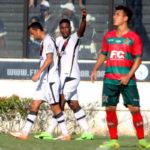 Providencial: Thalles mais uma vez marcou e salvou o Vasco de um vexame em São Januário (Foto: Paulo Fernandes/Vasco.com.br)