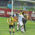 Matador: Loco Abreu testou e fez o gol do Bangu diante do Volta Redonda (Foto: Paulo Dimas)