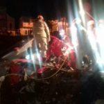 Motorista do caminhão ficou preso nas ferragens do veículo e foi retirado pelos bombeiros (foto: Cedida pela PRF)