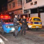 Carnaval: Polícia Militar apoiou a ação do departamento de Posturas da prefeitura de Angra dos Reis (Foto: Divulgação PMAR)
