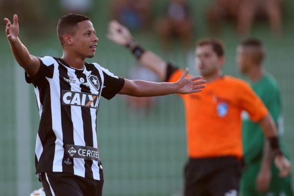 Destaque: Fernandes marcou duas vezes e garantiu a virada do Botafogo em Saquarema (Foto: Vitor Silva/SSPress/Botafogo)