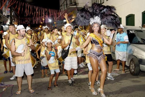 Para todos os gostos: Diversos blocos vão animar os turistas e angrenses (Foto: Divulgação)