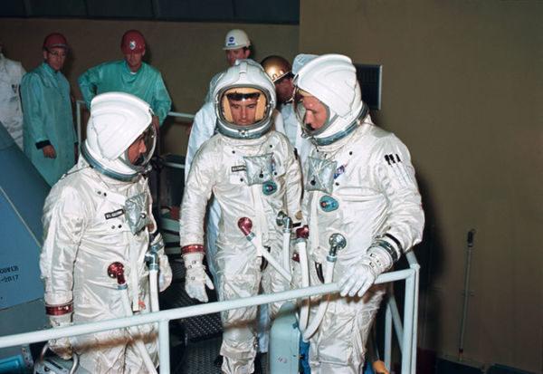 Teste: Os astronautas com os antigos trajes A1-C
