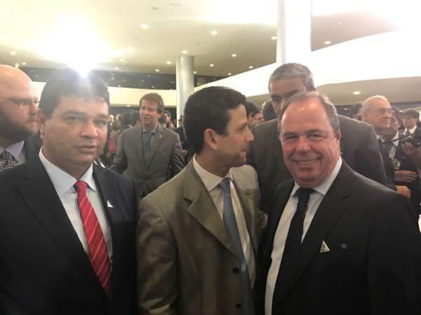 Da esquerda para a direita: O ministro das Cidades Bruno Araújo, o diretor de habitação da Caixa, Nelson Antonio de Souza, e  Mauro Campos