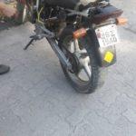 Dupla caiu de moto ao fugir da polícia, em Resende (foto: Cedida pela PM)
