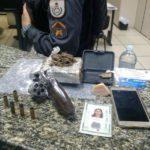 Revólver usado pelo suspeito para balear o PM e drogas encontradas com outro homem foram apreendidas (Cedida pela Polícia Militar)