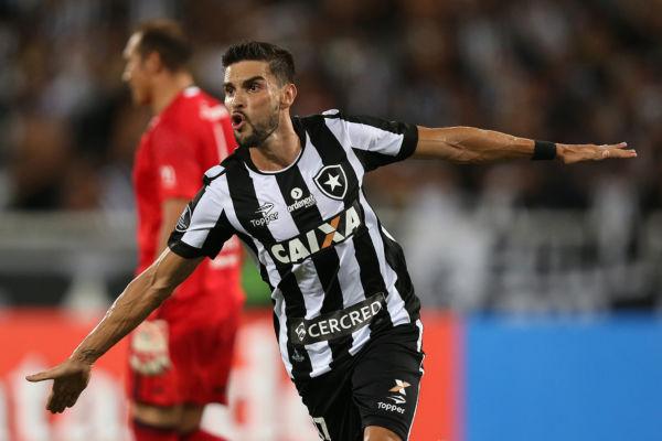 Decolou: Rodrigo Pimpão comemora o gol marcado por ele que deu a vitória ao Glorioso diante do Olimpia (Foto: Vitor Silva/SSPress/Botafogo)