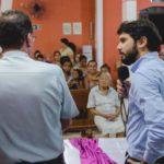 Samuca conversou com moradores durante lançamento de programa (Foto: Divulgação PMVR/Yuri Melo)