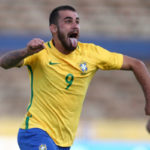 De fazer careta: Para espantar má fase, Vizeu mais uma vez marcou e garantiu o triunfo da Seleção Brasileira (Foto: Lucas Figueiredo/CBF)