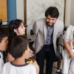 No gabinete do prefeito: Intenção da visita foi despertar nas crianças o interesse pela política e desmistificar a imagem do político (Foto: Yuri Melo / Ascom VR)