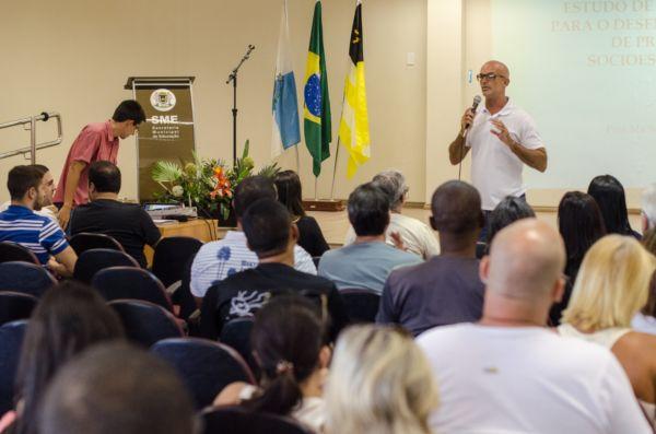 Gratuito: Abertura do Ciclo de Palestras teve a participação do vice-prefeito e secretário municipal de Ação Comunitária, Maycon Abrantes (Foto: Yuri Melo/PMVR)