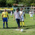 Pontapé: Partida aconteceu no Clube de Futebol Novo Mundo, no bairro Sessenta (Foto: Divulgação)