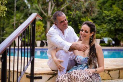 O médico José Roberto do Amaral, ganhando hoje grande festa de sua amada Chris Carraro para brindar sua troca de idade