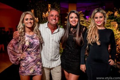 O aniversariante, médico José Roberto Do Amaral, irradiando felicidade com suas filhas Mariana , Mariah e Manuela