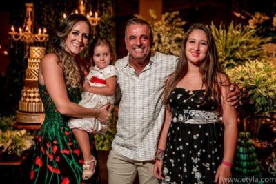 Chris Carraro, com as filhas Maria e Lara e o aniversariante José Roberto Amaral