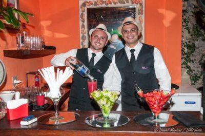 Os convidados puderam se refrescar com deliciosos drinks, preparados pelo Elton e Naldo, principalmente da 'caipirinha' favorita de Cartola
