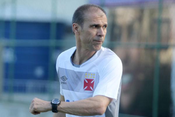 Milton mendes já chegou e foi trabalhar no treino do Vasco (Foto: Divulgação)