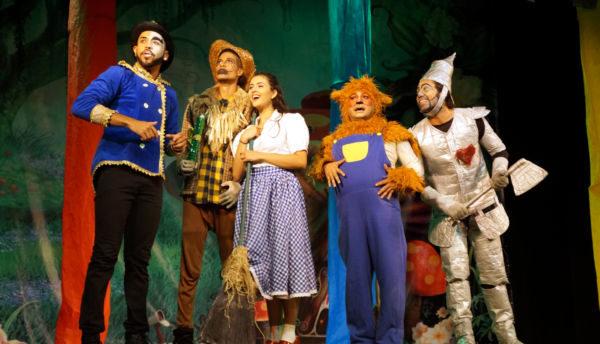 'O Menino Peter Pan' e 'O Mágico de Oz': Peças com personagens tradicionais do imaginário infanto-juvenil estarão no Teatro Municipal (Fotos: Divulgação)